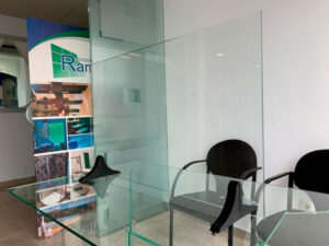 Mampara de vidrio laminar